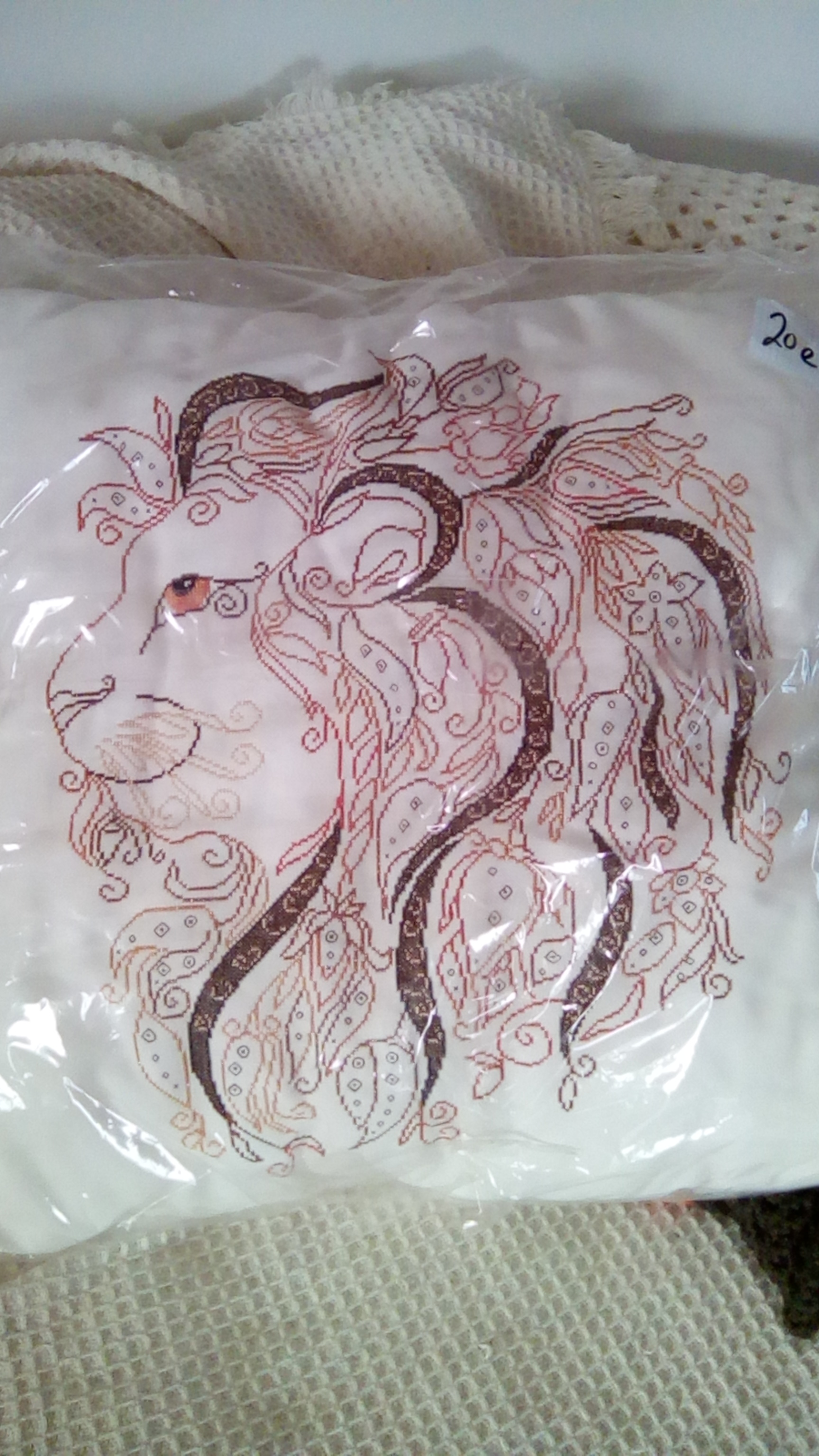 For sale: Lion cushion - Buy and sell items in Sorbas