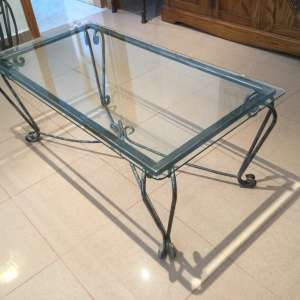 For sale: Glass topped coffee table in very good condition