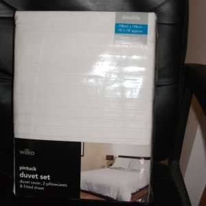 For sale: white double duvet set - €20