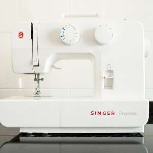 For sale: Singer model 1409 sewing machine - €60